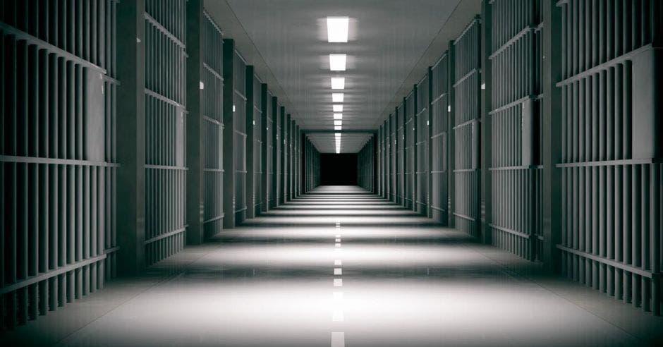 Un pasillo de cárcel desolado