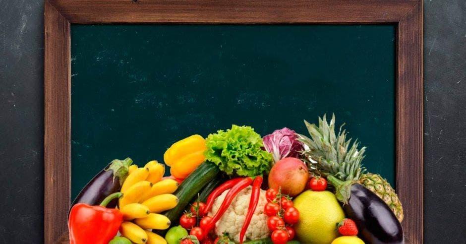 Un cajón de frutas de verduras