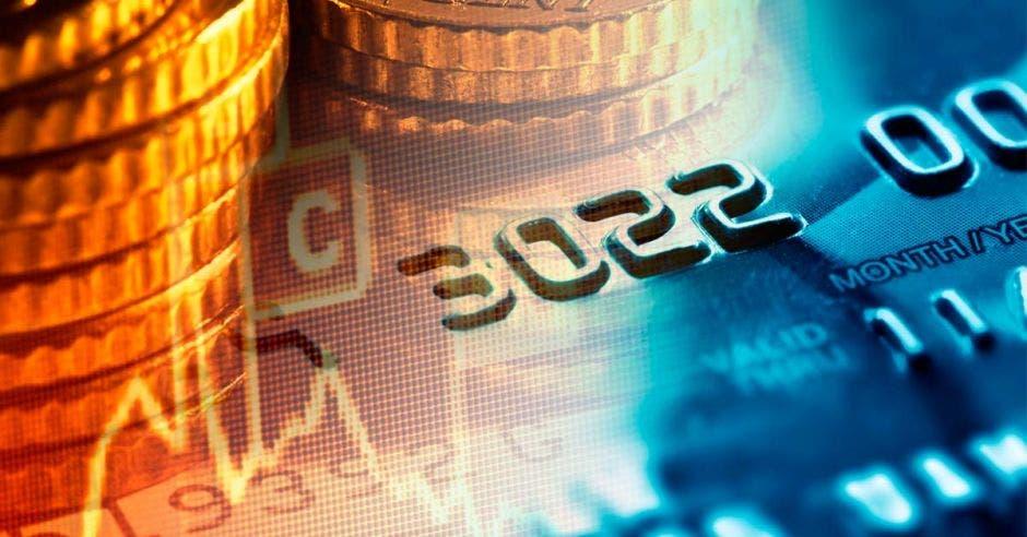Tarjeta de crédito, monedas y cifras