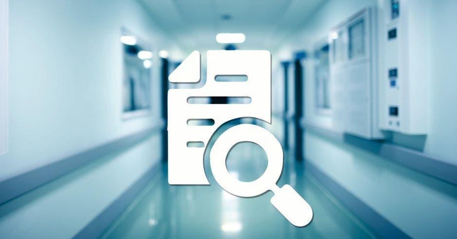 Un pasillo de hospital y un dibujo de un informe con una lupa