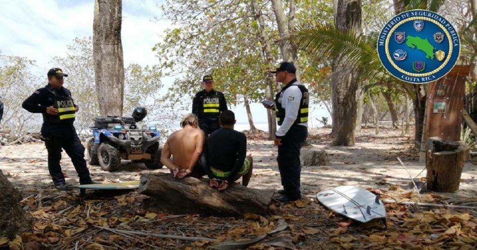 Surfistas detenidos
