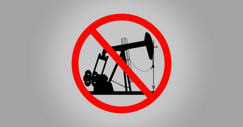 Una máquina extrae petróleo de las profundidades de la tierra