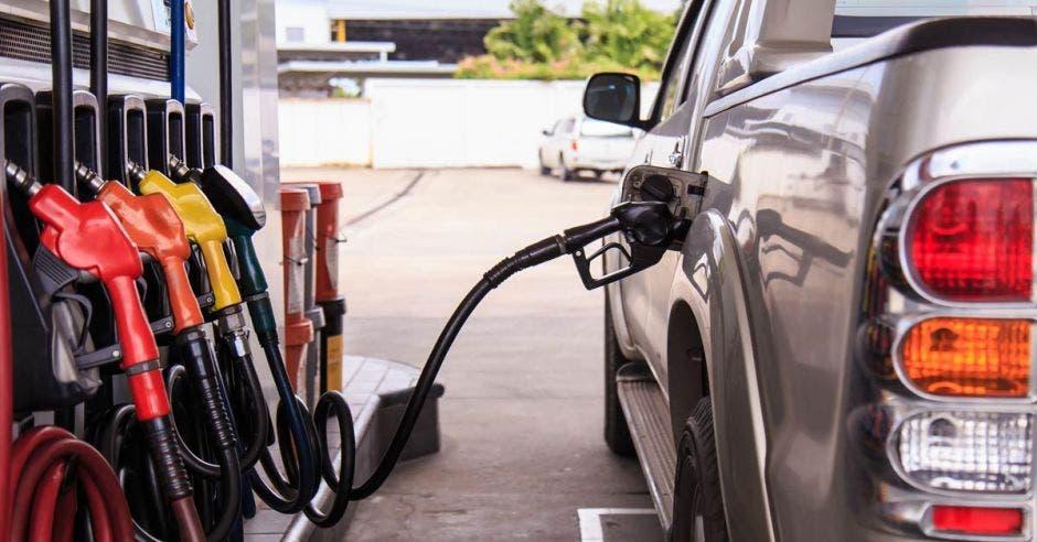 El plan establece que los precios de las gasolinas se mantendrían estables. Archivo/La República.