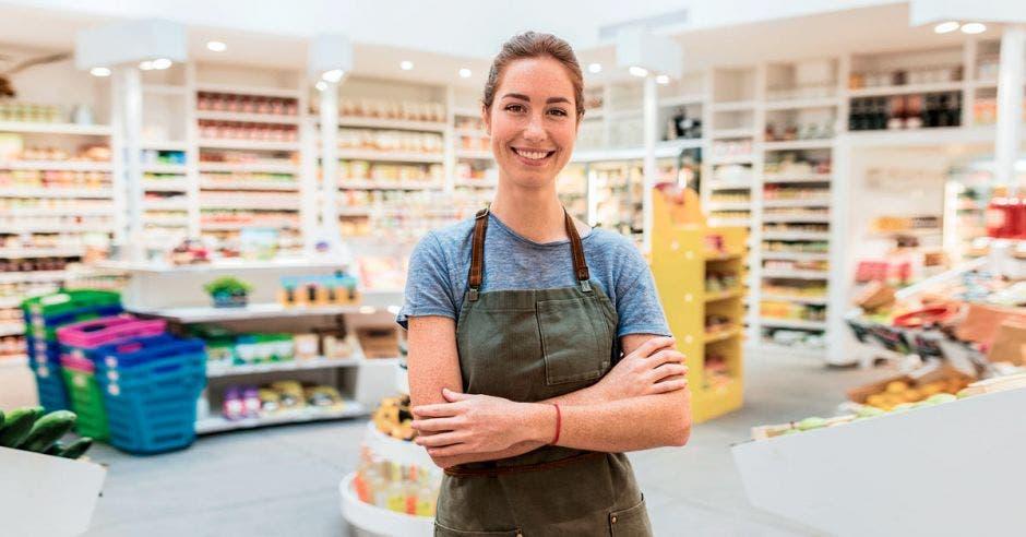 Las pymes como las pulperías, representan entre un 40% y un 50% de las ventas de las empresas de consumo masivo. Shutterstock/La República.