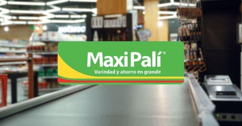 Cajas en un local de Maxi Palí