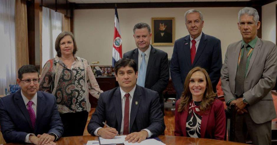 Carlos Alvarado y directores de bancos estatales
