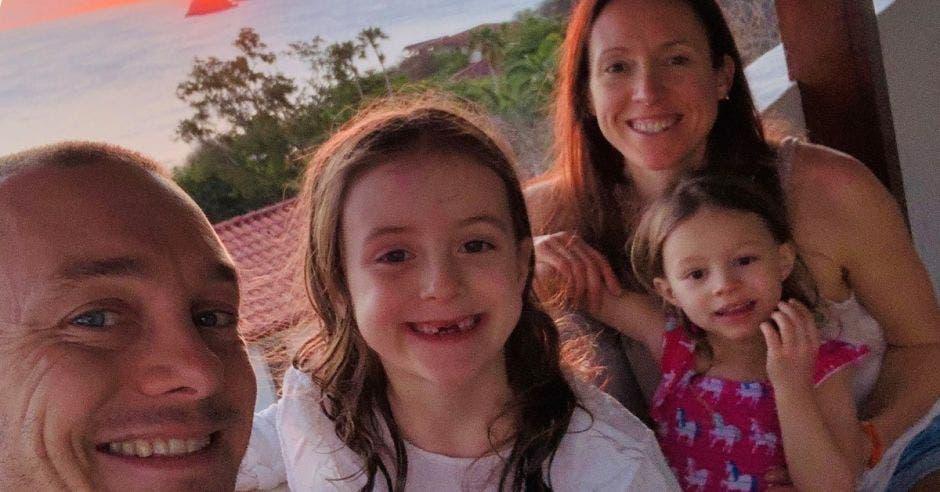 Familia inglesa en Cóbano