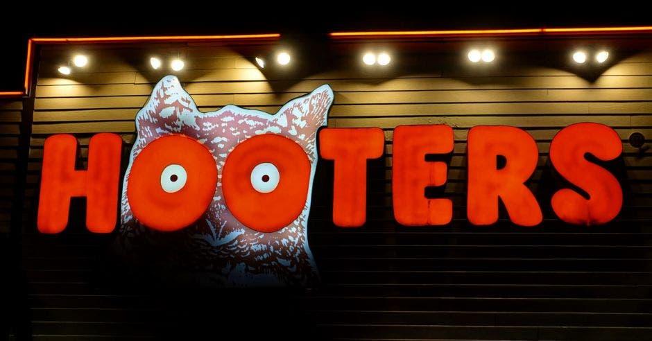 Logo de Hooters con un búho