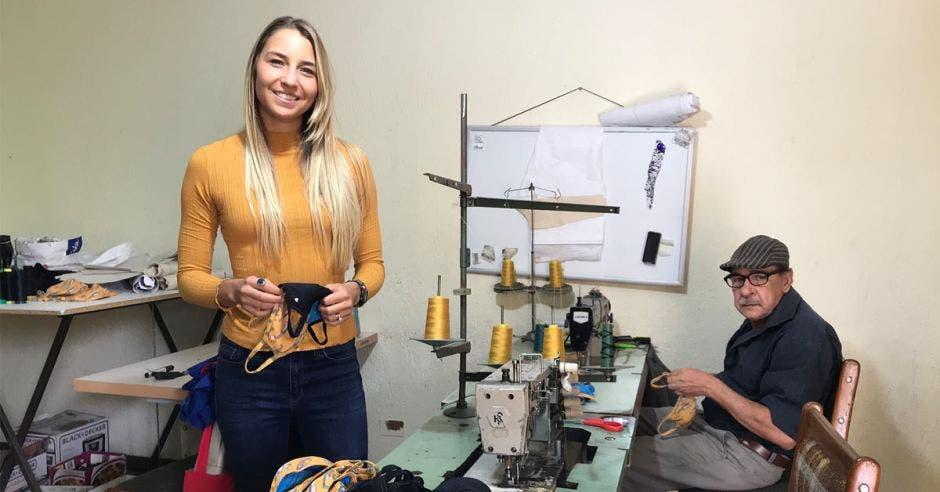 Diseñadora en taller