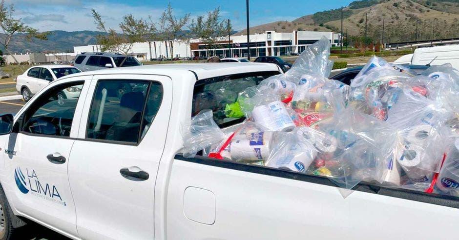 Camión con víveres para familias afectadas