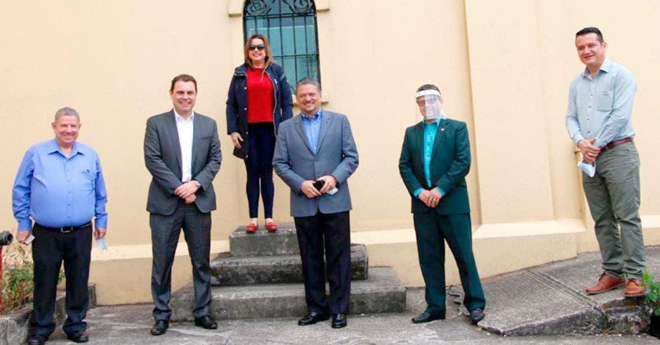 Alcaldes en las afueras del Museo de los Niños