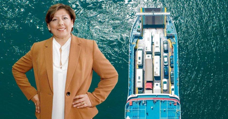 Mónica Segnini con el fondo de un ferry