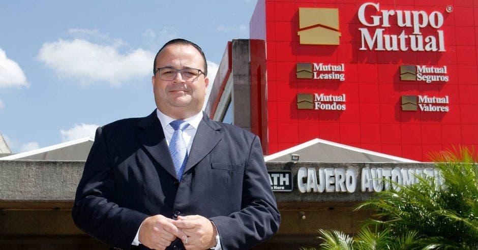 Marco Ulate, ejecutivo de Crédito de Grupo Mutual.