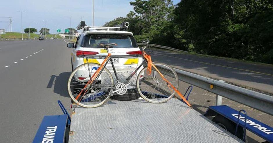 Bicicleta en una plataforma del tránsito tras ser decomisada