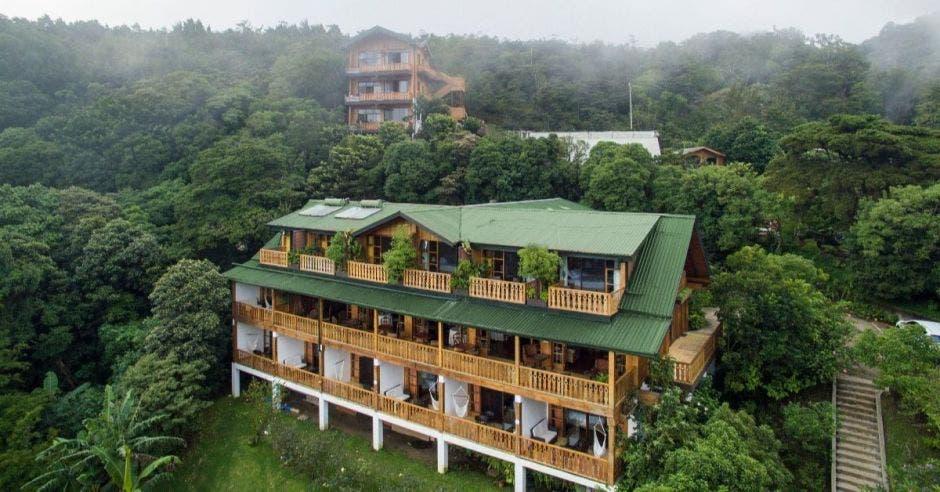 Un hotel en las montañas altas de Monteverde