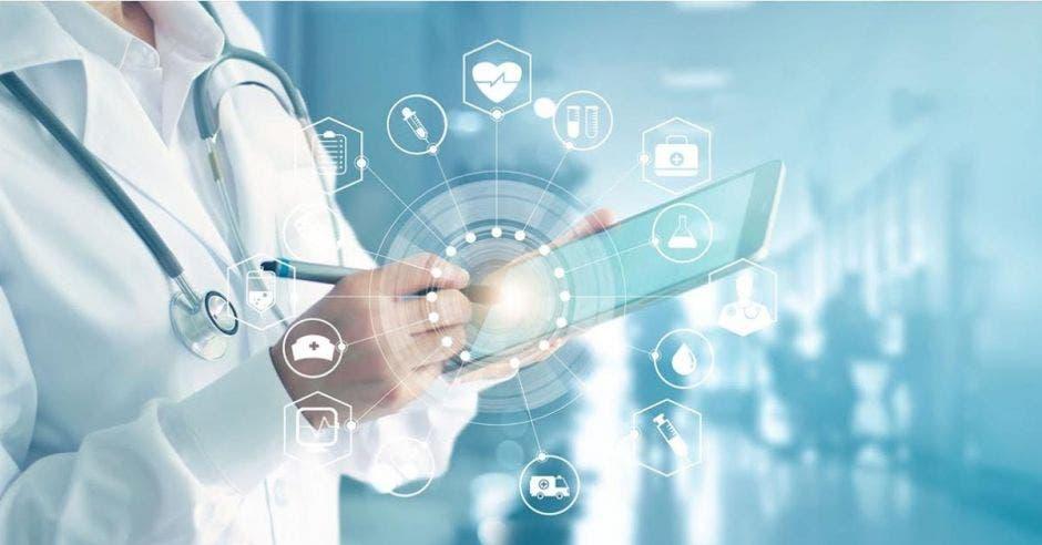 doctora con tablet