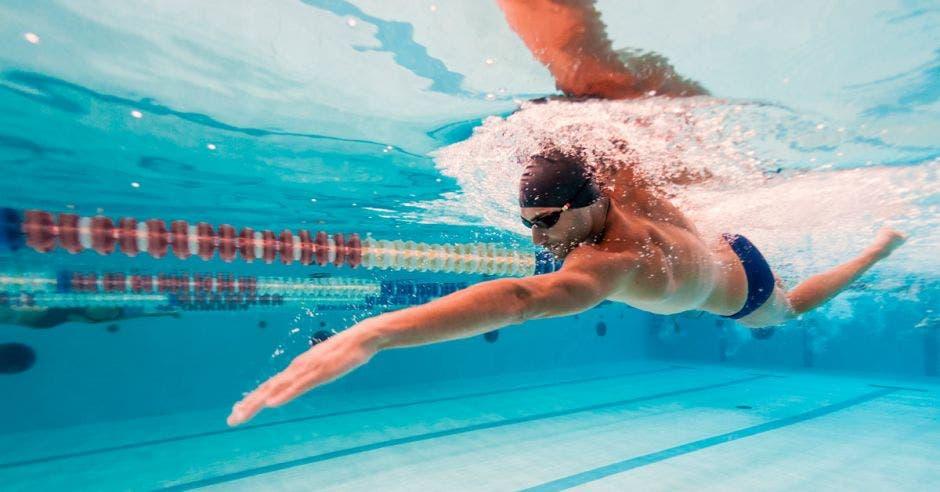 nadador en agua