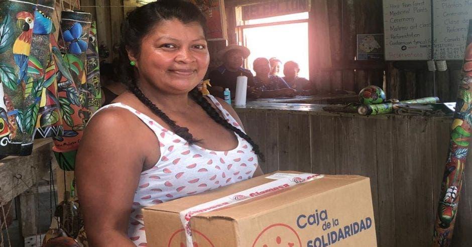 Mujer de la comunidad maleku