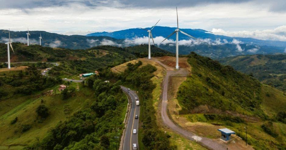 Toma aérea de Parque Eólico del Valle Central.