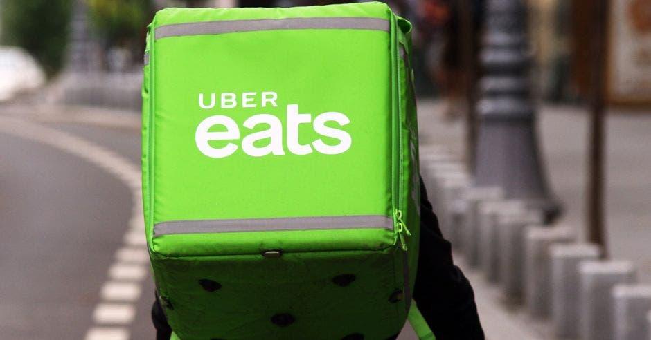 Un repartidor de Uber Eats