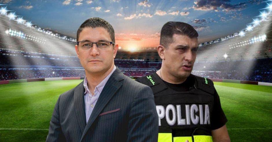 Daniel Salas y Daniel Calderón frente a una cancha de fútbol