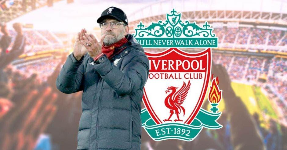 Jurgen klopp, técnico del Liverpool, aplaudiendo