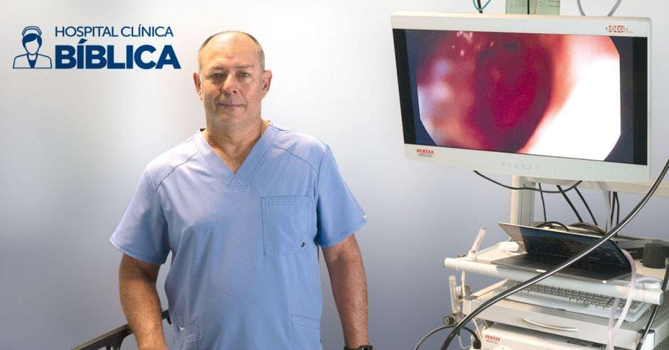 Manuel Chaves, médico especialista en Gastroenterología en Hospital Clínica Bíblica.