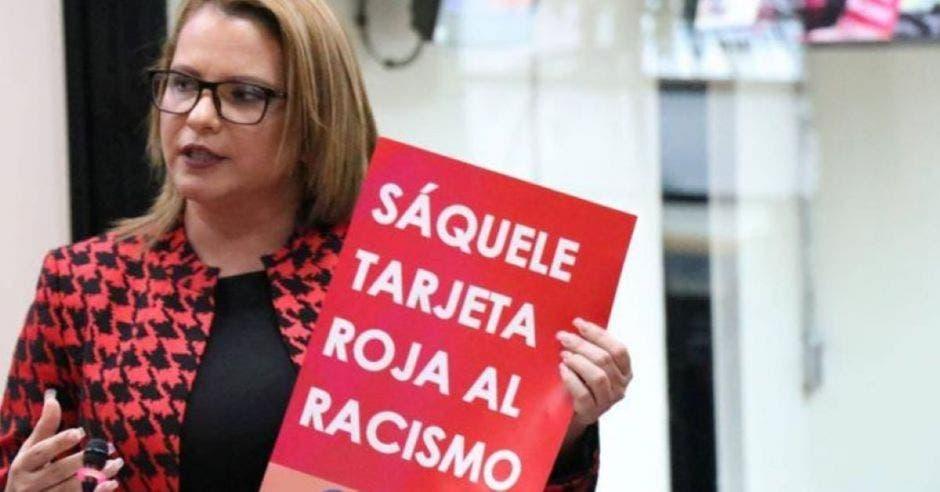 diputada presenta libro contra racismo