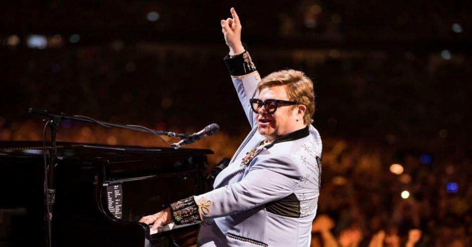 Elton John en concierto