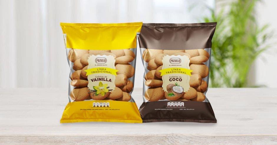 Galletas de diferente marca en dos bolsas