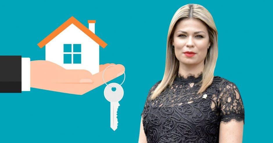 Mujer con casa y llaves de fondo