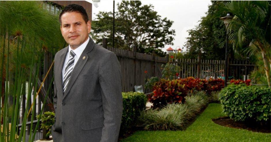 Fabricio Alvarado, presidente de Nueva República posa en la fotografía