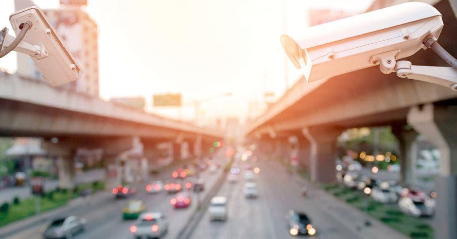 Cámaras regulando una carretera concurrida