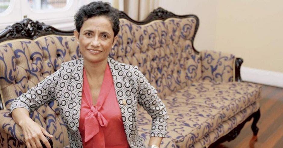 Yorleny León, diputada de Liberación en un sillón