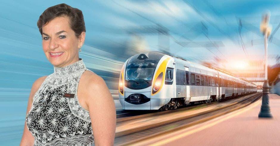 Mujer frente a arte de tren eléctrico