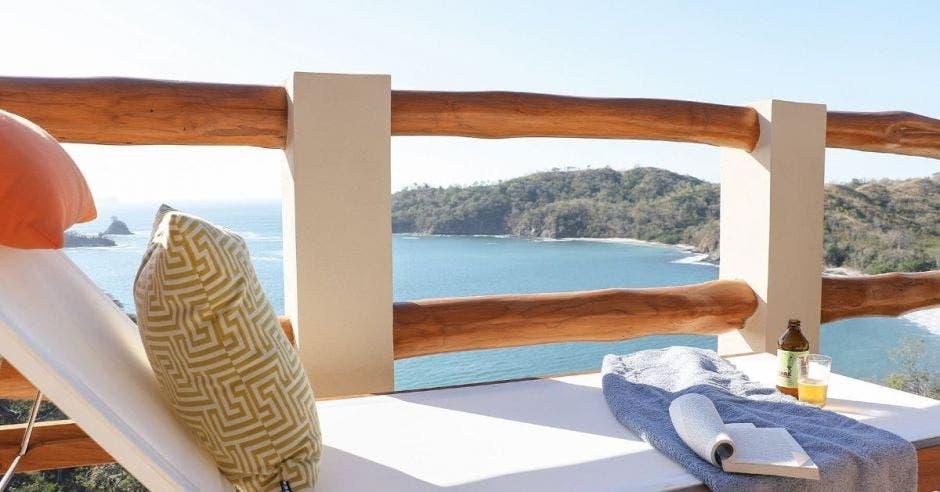 Una habitación con vista al mar