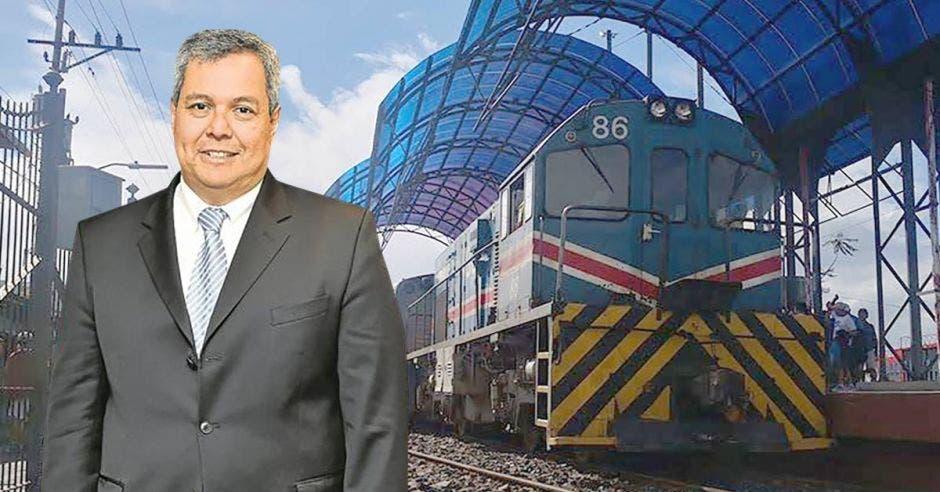 Dante Mossi, presidente Ejecutivo del BCIE, con un tren de fondo
