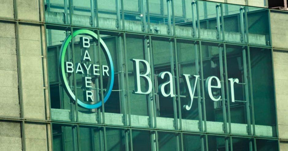 Vemos el vitral de la sede central de Bayer