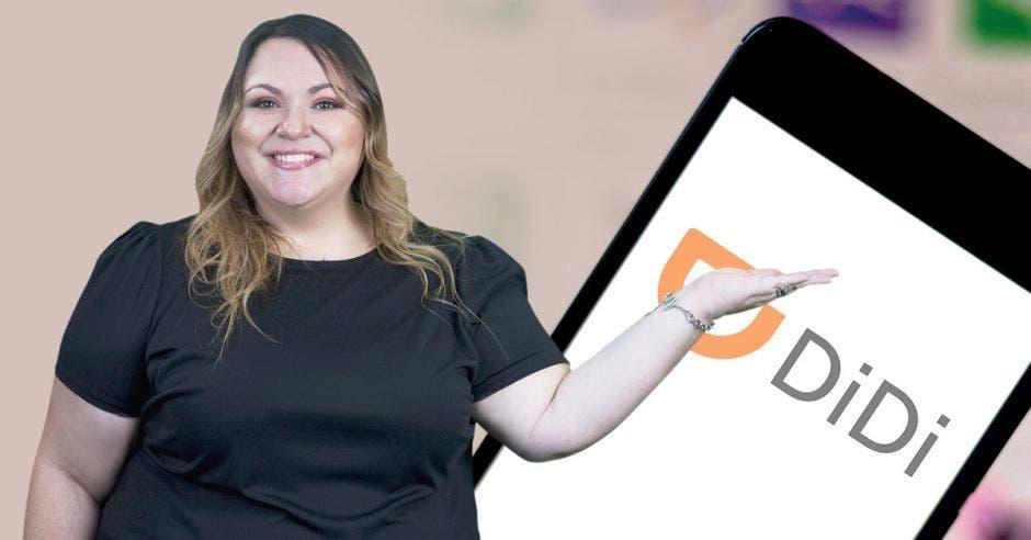 Carolina Murillo, DiDi frente a celular