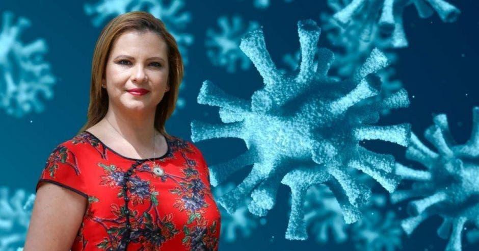 Carmen Chan, jefa de fracción de Nueva República con arte de virus detrás