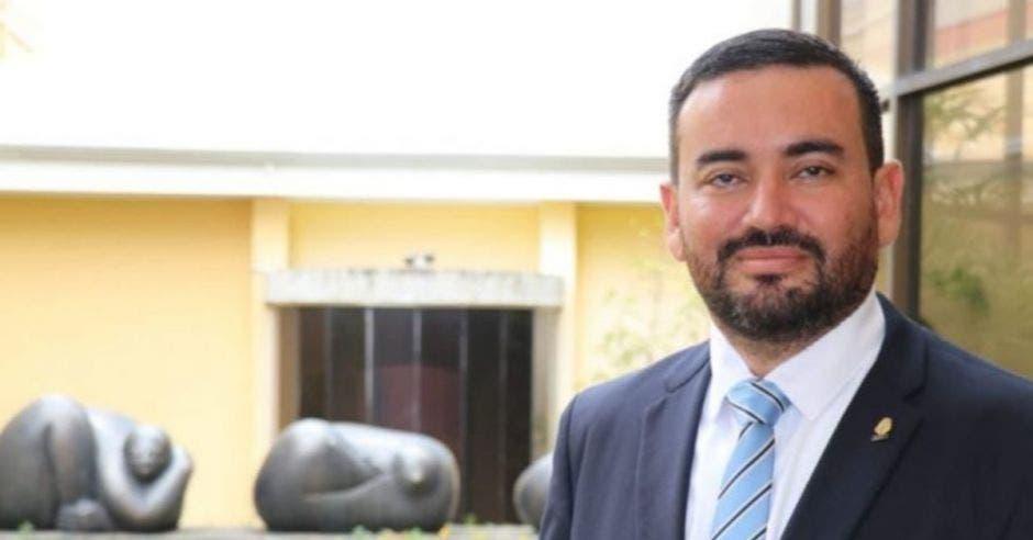 Jonathan Prendas, diputado de Nueva República sonriendo