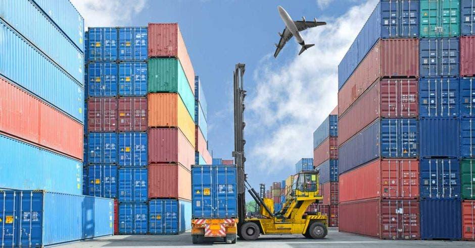 Múltiples cargas y avión con exportaciones