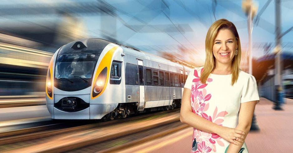Arte de Claudia Dobles con un tren moderno de fondo