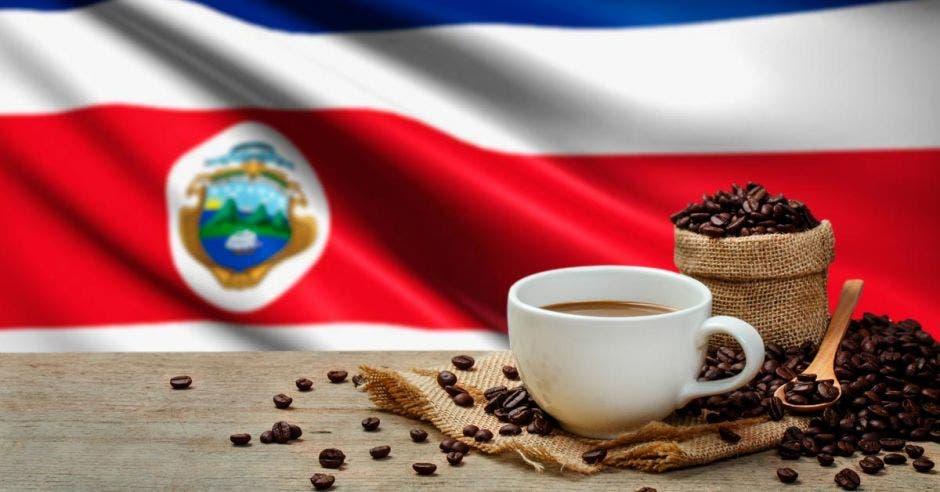 Taza de café con fondo de bandera de Costa Rica