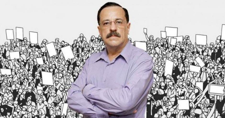 Albino Vargas, secretario de la ANEP con arte detrás de manifestación