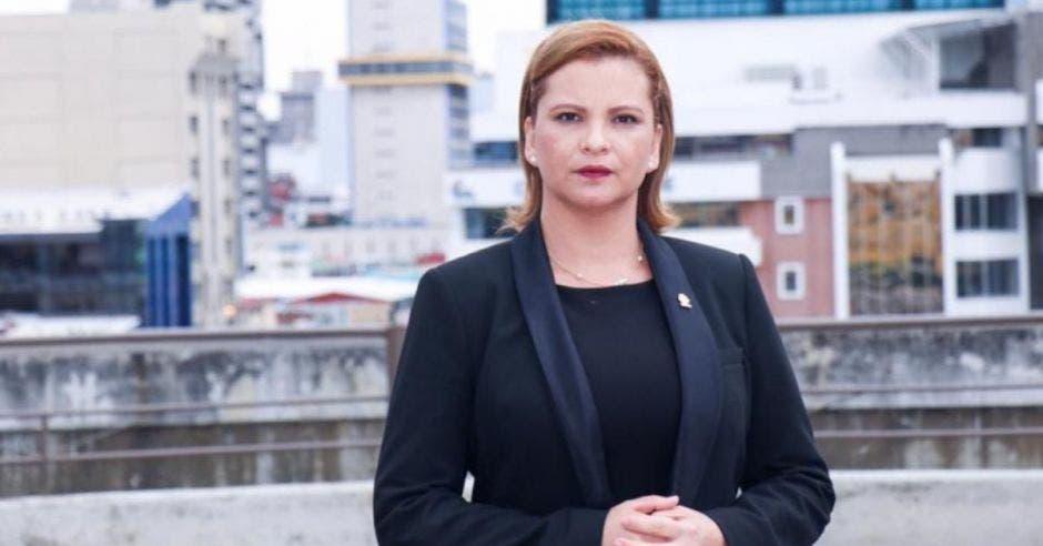 Carmen Chan, jefa de Nueva República con traje negro