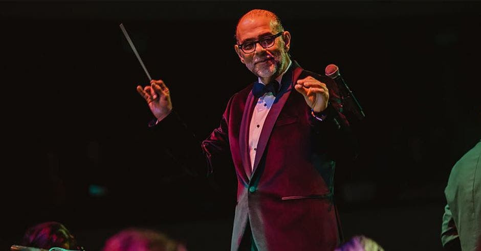 Marvin Araya director de orquesta