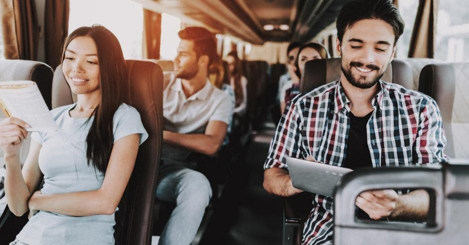 Buseta con turistas a bordo