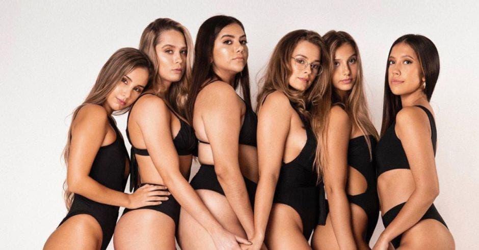 Mujeres en vestido de baño