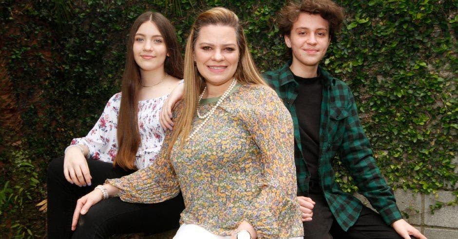 Leticia Arguedas Gerente de Mercadeo y Relaciones Públicas de Davivienda y madre de Raquel y Samuel